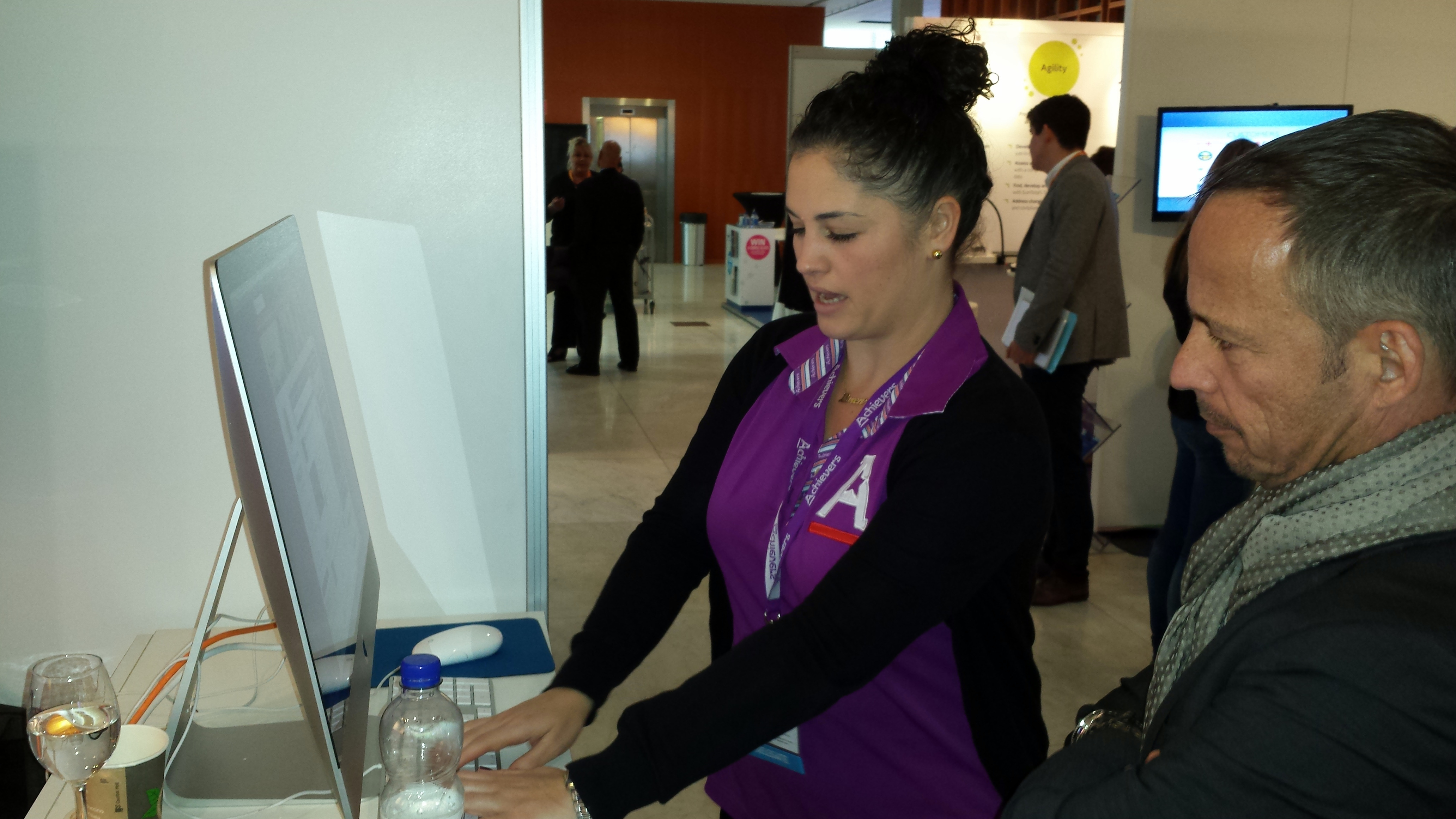 Loren-Maisels-@-Achievers-booth-demo-@-HR-Tech-Europe-2014